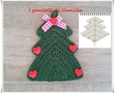 Alberello di Natale a uncinetto: tutorial Crochet Christmas Ornaments, Christmas Decorations, Holiday Decor, Crochet Tote, Love Crochet, Camilla, Christmas Gift Wrapping, Christmas In July, Christmas Projects