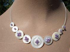 Vintage mère de perle bouton et lilic faux collier de perles.