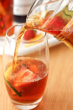 This is exactly how we make our traditional British Pimm's in the UK! It's a super simple mixed drink with plenty of fruit. Cocktail Drinks, Cocktail Recipes, Alcoholic Drinks, Beverages, Cocktails, Easy Mixed Drinks, Alcohol Drink Recipes, Wine Reviews, Vodka