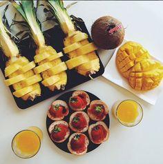 """Toutes Fan D'Ananas: dans nos assiettes selon """"Meet Me in Paree"""" http://initialsla.com/fr/fan-ananas-tendance-mode-fruit-tropical-ete-2014/"""