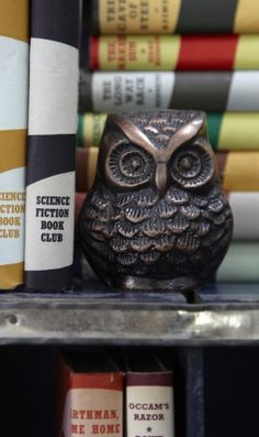 Pair of copper coloured cast metal owls that are heavy enough to use as bookends or paperweights. Sold as a set of 2. Sml H9cm Large H10cm