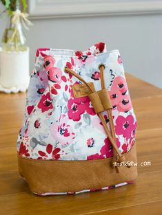 818 Natalie Cosmetic Bucket Pouch PDF Pattern-ithinksew.com