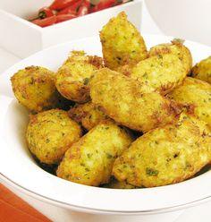 Bolinhos de bacalhau http://guiadacozinha.uol.com.br/receitas/1003-Receita-de-Bolinho-de-bacalhau