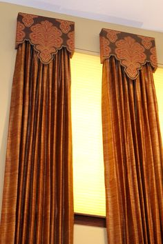 A closer look at these custom cornices which are uniquely shaped around the fabrics design. Designed by Mary Allen Yelverton in Houston, TX. See her for free drapery design services.
