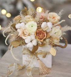 Magic moments✨#bouquet #flowers #flora #floristic #botany #gold #flowerbox #woodbox #eucalyptus #cotton #november #winter #rose #beje #ranunculus #lights #ribbon #golden #bloom #magic #stylish #bloom #instaflowers #newyear #flowerdesign #flowersminsk #lathyruslavka