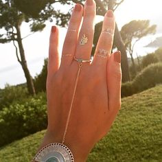 Boho style with Sioou golden temporary tattoos on the hand !