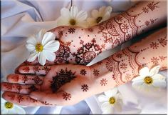 Henna. Love the scalloped part. Thinking I might end up getting a pattern similar to this one, although I love the super detailed ones as well.