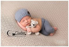 This simple knit gray newborn outfit is really sweet and just what you need for your photography session! This listing is for each piece. You