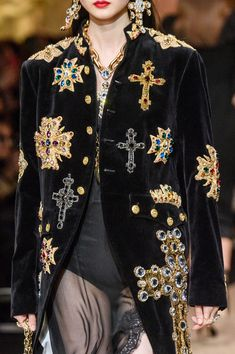 Dolce & Gabbana at Milan Fashion Week Fall 2018 - Details Runway Photos