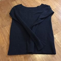 """AEO Wool blend wide neck sweater Wool blend knit sweater with pointelle details at shoulder and waist. Boat neck. Warm. Condition: Excellent  Model Lucy Shoulders 30"""" Bust 35"""" Waist 28"""" Hips 35.5"""" 🚫smoke 🏡 with 🐈🐩. Washed in All Free & Clear. American Eagle Outfitters Sweaters Crew & Scoop Necks"""