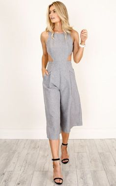 Dream Yourself Jumpsuit In Grey Marle Linen Look You'll be the most stylish gal in the office in this gorgeous flared jumpsuit, featuring side and back cut-outs, and a modest neck line. Style with nude heels and your fav neutral bag. Summer Outfits, Cute Outfits, Young Mom Outfits, Fashion Outfits, Womens Fashion, Casual Chic, Casual Looks, Street Style, Stylish