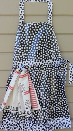 Adorable DIY apron with instructions.  Super cute and functional!
