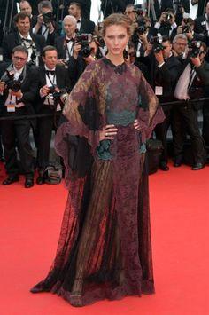 カーリー・クロス - バックスタイルも完璧!レースをふんだんに使ったドレスで「Grace of Monaco」カンヌプレミア | 海外セレブファッションスナップ CELEB SNAP