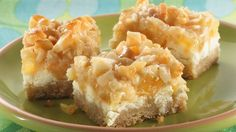Cookies and Bars / Aloha Paradise Bars ~ Layer tropical pineapple, coconut and macadamia nuts to create a delightfully easy bar ~ Betty Crocker Recipe Just Desserts, Delicious Desserts, Yummy Food, Cakepops, Cookie Recipes, Dessert Recipes, Bar Recipes, Picnic Recipes, Finger Foods
