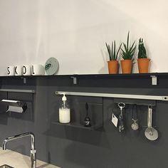 Everything under control. Tinta Grey by Kvik at KVIK Amsterdam. Kvik keukens. Danish design kitchens.