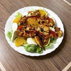 Po spacerze lekka sałatka Czy tylko ja mam tak że po tych Świętach w ogóle nie jestem głodna? #lunch #salad #chicken #orange #celery #lettuce #mozzarella #absaremadeinthekitchen #detox #yummy #lowcarb #omnomnom #healthy #healthyfood #healthyeating #healthychoices #cleaneating #fitfood #fitnessfood #fitnesslifestyle #foodporn #foodpics #instafood #instadiet #diet #dieta #veggies #vegetables by makeheelshigher