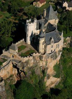 Medieval Chateau de Montfort in Vitrac, Dordogne, Aquitaine, France. The castle was destroyed in 1214 by Simon IV de Montfort. Chateau Medieval, Medieval Castle, Chateau Moyen Age, Belle France, Palaces, Castle Pictures, French Castles, Château Fort, Castle Ruins