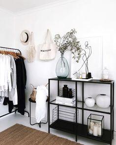 Zo voeg je zwart op een subtiele manier toe in je interieur - Alles om van je huis je Thuis te maken Room Ideas Bedroom, Home Bedroom, Bedroom Decor, Bedroom Furniture, Bedrooms, Bedroom Storage, Bedroom Designs, Modern Bedroom, Master Bedroom