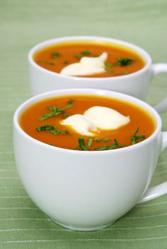 Pumpkin Bisque Soup I made this for years around Thanksgiving time. Definitely a time consumer (with peeling and cutting and roasting the pumpkin), but worth it! Freeze extras to defrost midwinter. Dutch Recipes, Soup Recipes, Cooking Recipes, Pumpkin Bisque, Pumpkin Soup, Curry Pasta, Healthy Cooking, Healthy Recipes, Healthy Food