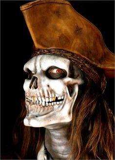 * Coastumes Halloween Effrayants, Halloween Makeup, Halloween Painting, Halloween Pictures, Spirit Halloween, Graf Dracula, Crane, Pirate Makeup, True Horror Stories