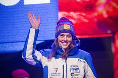 Do nedeľňajšieho slalomu vyštartuje Petra Vlhová s jednotkou. Veronika Velez-Zuzulová si vytiahla trojku. Petra, Skiing, Beanie, Country, Sports, Ski, Hs Sports, Rural Area, Beanies
