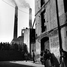 Partido de fútbol cerca del Paralelo 1950. Francesc Catalá-Roca