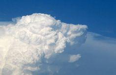 Des nuages avec des formes étonnantes