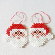 Décoration de Noël Lot de 2 Père Noël Motifs Perler, Perler Patterns, Quilt Patterns, Christmas Gift Decorations, Christmas Crafts, Christmas Ornaments, Noel Christmas, Pearler Beads, Fuse Beads