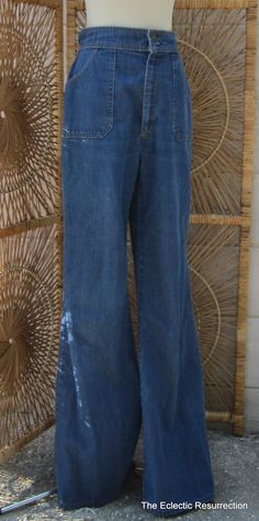 Vintage 1970s Levis Jeans-High Waisted Bell Bottoms.