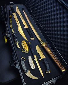 Elite gold battle box 🔥 rate it . Buy yours ⚔️ @ link in bio 👈 .Mystery battle box choose your color kolour co Ninja Weapons, Anime Weapons, Weapons Guns, Fantasy Weapons, Zombie Weapons, Armas Ninja, Swords And Daggers, Knives And Swords, Tactical Knives