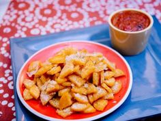 Food network recipes 444660163211507253 - Polenta Chips A roll of refridgerated pre-made polenta. Cut into quarters, sliced and serve with spaghetti sauce or espinaca. Trinity Source by jefferydebbie Appetizer Recipes, Snack Recipes, Dinner Recipes, Appetizers, Cooking Recipes, Budget Cooking, Dinner Ideas, Polenta Chips Recipe, Healthy Snacks