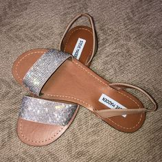 Shop Women's Steve Madden Silver Tan size 8 Sandals at a discounted price at Poshmark. Description: These sandals are silver studded and are in excellent condition. Steve Madden Schuhe, Steve Madden Shoes, Pump Shoes, Wedge Shoes, Pumps, Shoe Wedges, Silver Sandals, Silver Shoes, Cute Sandals