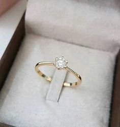 Delicate Rings, Unique Rings, Single Diamond Ring, Personalized Gold Necklace, Glasses Trends, Jewelry Design Earrings, Classic Engagement Rings, Minimal Jewelry, Cute Rings