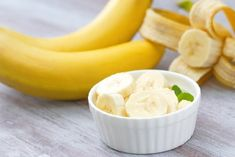 15 Banana-Boosted Snacks That Make Healthy Eating Easy Healthy Late Night Snacks, Healthy Snacks, Healthy Eating, Anti Bloating Foods, Folic Acid Foods, Homemade Face Pack, Banana Health Benefits, Diet Recipes, Healthy Recipes