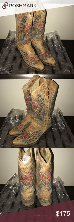 Corral womens cowboy boots sz 8.5 Used but still in excellent condition ment to be distressed look size 8.5 corral Shoes