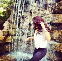 Find images and videos about girl on We Heart It - the app to get lost in what you love. Best Profile Pictures, Profile Picture For Girls, Girls Dp Stylish, Stylish Girl Images, Girl Photo Poses, Girl Photography Poses, Cute Couple Sketches, Girl Hiding Face, Couple Photoshoot Poses