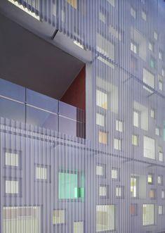 polycarbonate Kindergarten of Jiading New Town / Atelier Deshaus Facade Architecture, Contemporary Architecture, Installation Architecture, Hotel Plaza, Building Skin, Famous Architects, Facade Design, Cladding, Kindergarten