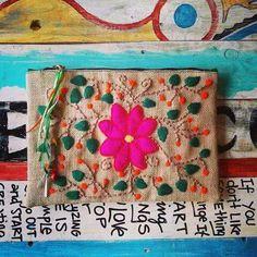 Sobre alpillera bordado Mexican Embroidery, Embroidery Monogram, Modern Embroidery, Embroidery Hoop Art, Cross Stitch Embroidery, Embroidery Designs, Art Fil, Bordados E Cia, Hand Quilting