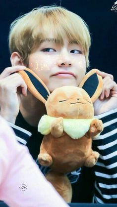 Kim Taehyung adopts a cute cat hybrid named Jeon Jungkook Top! Tae B… Jimin, Bts Taehyung, Bts Bangtan Boy, Namjoon, Bts Boys, Foto Bts, Bts Photo, V Bts Cute, V Cute