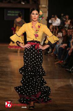 Pitusa Gasul / Aralba Verdú We Love Flamenco 2015 Spanish Dress, Spanish Dancer, Flamenco Costume, Flamenco Dancers, Dance Dresses, Flamenco Dresses, Mexican Costume, Dots Fashion, Moda Boho