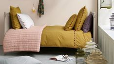 The mustard yellow color for an assertive decor Senior Home Care, Pottery Making, How To Stay Healthy, Comforters, Couch, Blanket, Bed, Room, Shake
