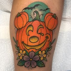 Mickey Halloween, Disneyland Halloween, Halloween Pumpkins, Cute Tattoos, Tatoos, Toy Story Tattoo, Alex Strangler, Pumpkin Tattoo, Disney Pumpkin