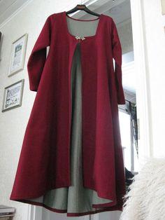 The Red Jacket! Norse Clothing, Medieval Clothing, Historical Clothing, Medieval Costume, Medieval Dress, Medieval Fashion, Viking Garb, Viking Dress, Mode Mori