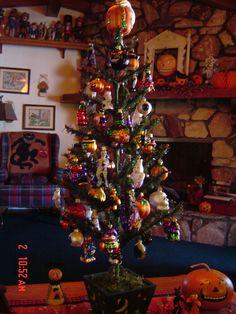 Blown glass Halloween tree. Halloween Goodies, Halloween Trees, Holidays Halloween, Fall Decorations, Halloween Decorations, Holiday Fun, Holiday Decor, Small Christmas Trees, After Christmas