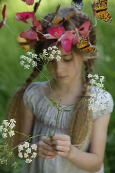 Young Lizzie with the flowers and butterflies at Longborne...   Ma Vie Secrète