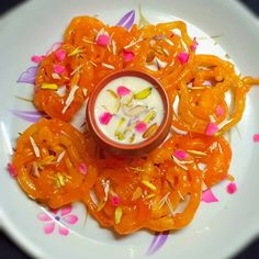 Indian Dessert Recipes, Indian Sweets, Sweets Recipes, Sweet Coffee, Food Snapchat, Desi Food, Street Food, Diwali Mithai, Delicious Desserts