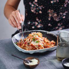 Een gezond recept voor Spaghetti Napoli, klaar in 25. Maak dit gerecht of bekijk andere slanke WW (Weight Watchers) recepten.