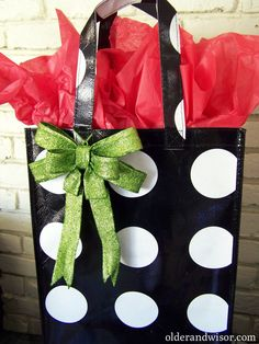 Love this idea! Use reusable tote bags as gift bags