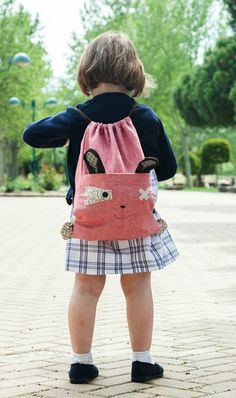 mochilas-byvalera-2 Sewing For Kids, Diy For Kids, Love Sewing, Baby Sewing, Back Bag, String Bag, Bolsas Jeans, Summer Bags, Kids Bags