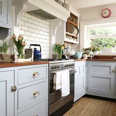 Country kitchens, cottage kitchens, blue country kitchen, home kitchens, . Small Cottage Kitchen, Country Cottage Kitchen, Blue Country Kitchen, Kitchen Ideas Pinterest, Kitchen Room, Kitchen Remodel, Home Kitchens, Kitchen Styling, Kitchen Design
